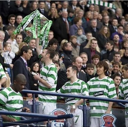 19/03/06 CIS CUP FINAL 2006 CELTIC v DUNFERMLINE (3-0) HAMPDEN - GLASGOW Celtic's Stephen McManus (left) lifts the cup infront of fans
